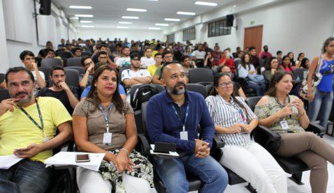 Calouros participam de aula inaugural