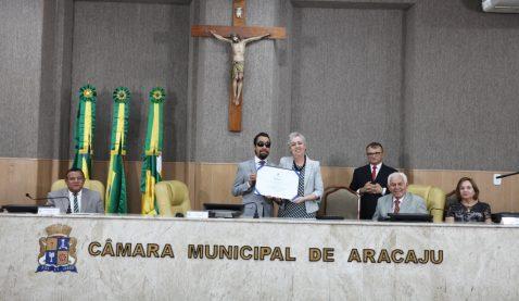 Professora Edna Aragão recebe título de cidadã aracajuana