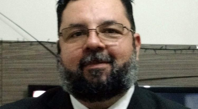 Professor Hermeson Alves de Menezes