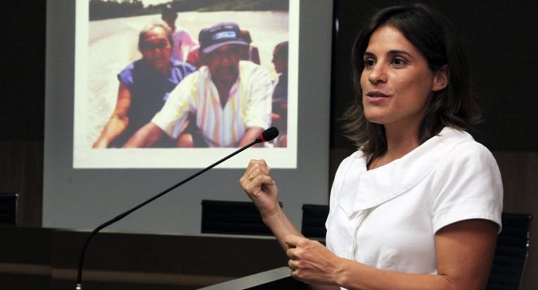 A professora Leslie Ferraz