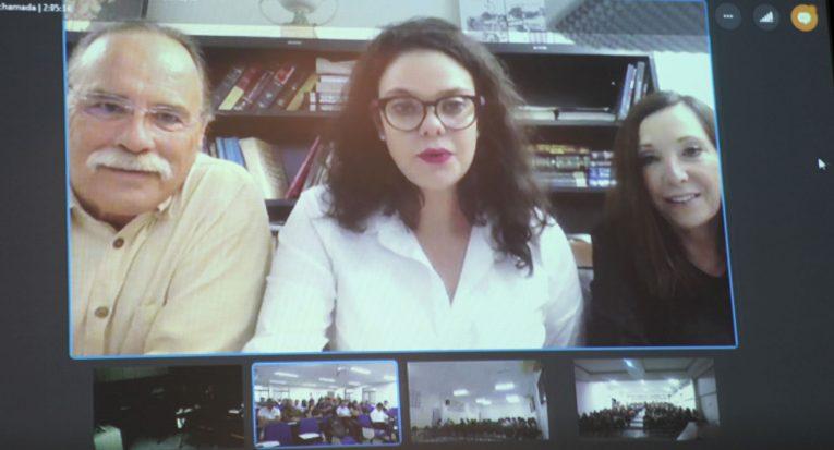Nicholas, Clarissa e Susana conversam com alunos de três estados