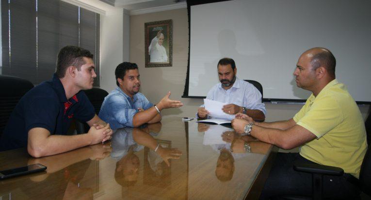 Dirigentes do DCE se reúnem com representantes da Farol e da Unit