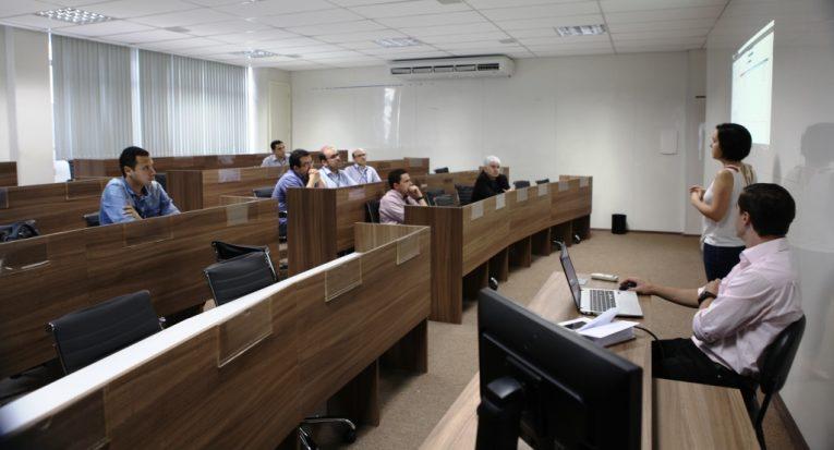 Representantes da Khan Academy em encontro com membros DIC