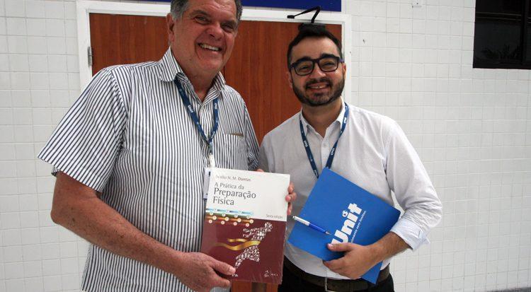 O professor Estélio Dantas e o Coordenador de Relações Públicas, orge Vinícius