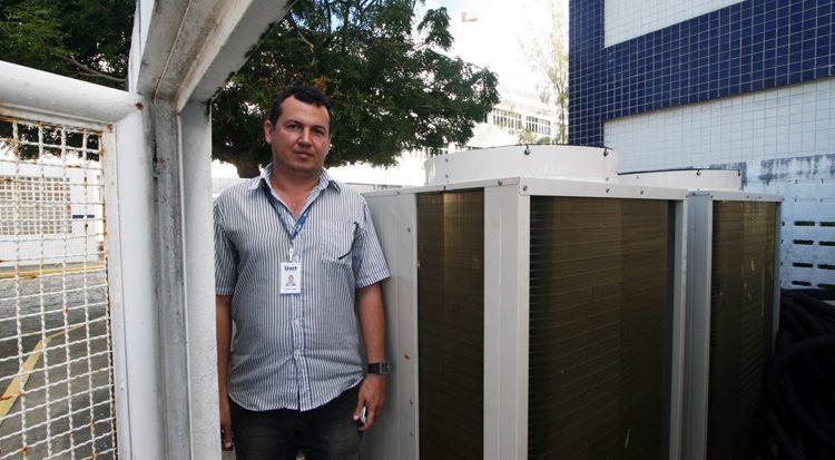 O funcionamento dos novos equipamentos  soba supervisão de Rodrigo de Carvalho Dias