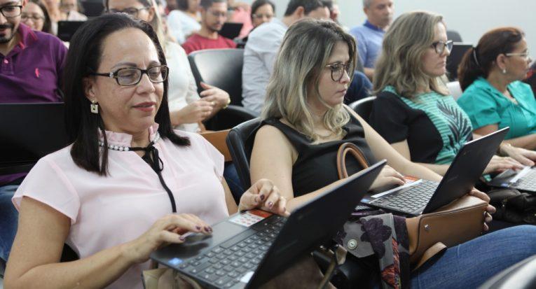 Educadores testam o chromebook