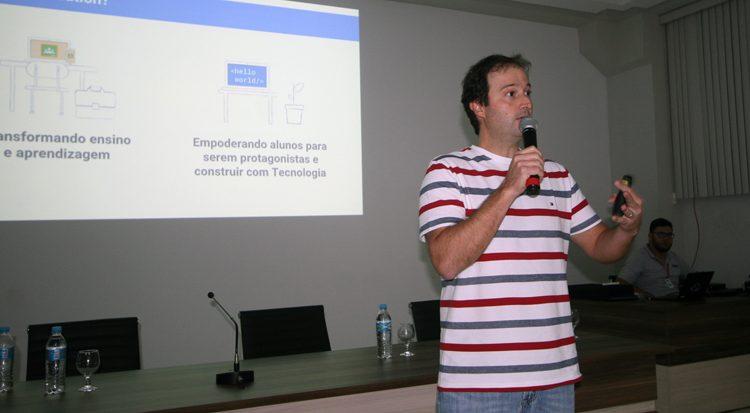 O diretor do Google for Education no Brasil Alexandre Campos Silva é o primeiro palestrante