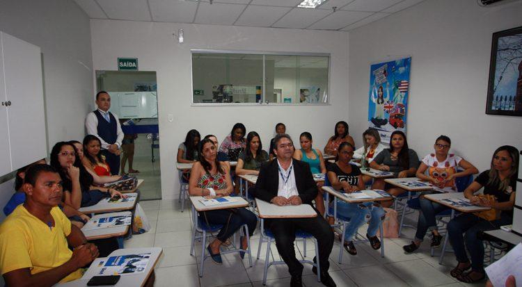 Alunos participam da aula inaugural no polo de Socorro