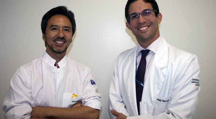 Os médicos ortopedistas  Carlos Kakuda  e  Ronald Barreto integram a equipe do DeCós