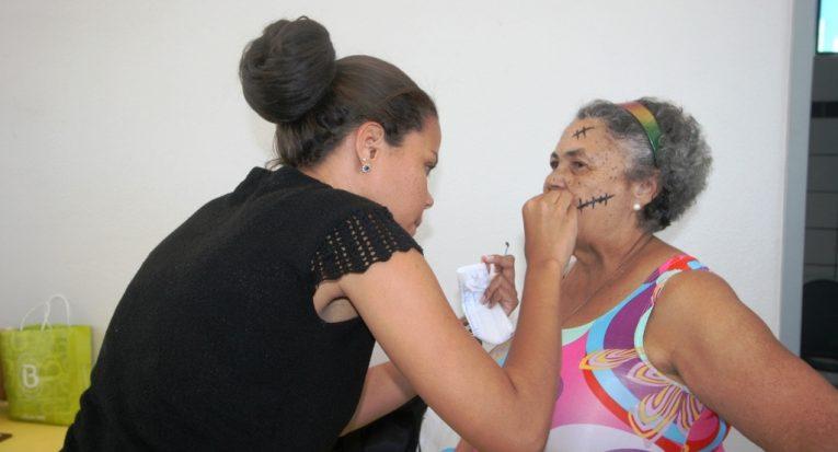 Voluntária e estudante do 7º período de Enfermagem Jéssica Lima