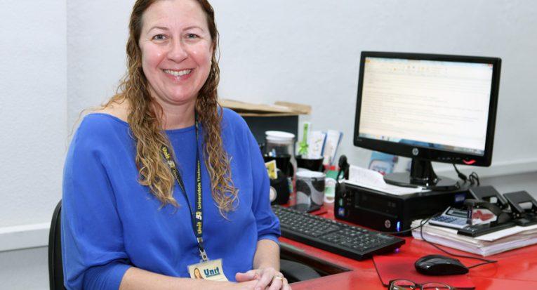 Coordenadora dos cursos de Comunicação Social, professora Valéria Bonini