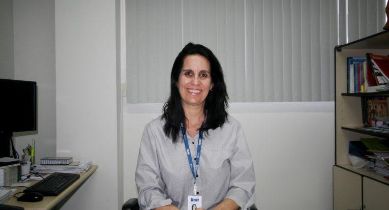 Diretora de Pesquisa da Unit, professora Juliana Cordeiro