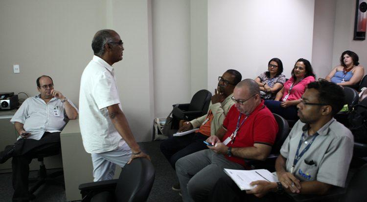 Professor Ronaldo Linhares  falas aos demais docentes