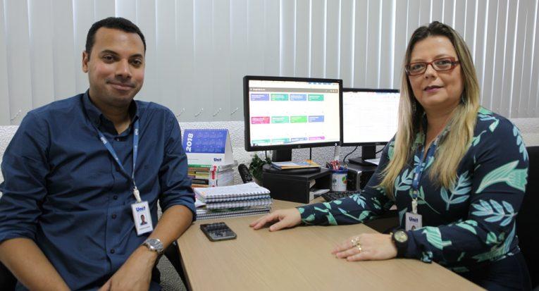 Professor Cassius Oliveira e a coordenadora do projeto e procuradora institucional, professora Juliana da Silva Dias