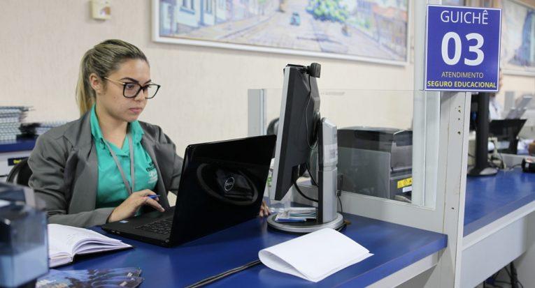 Corretora do seguro educacional Lorena Silva