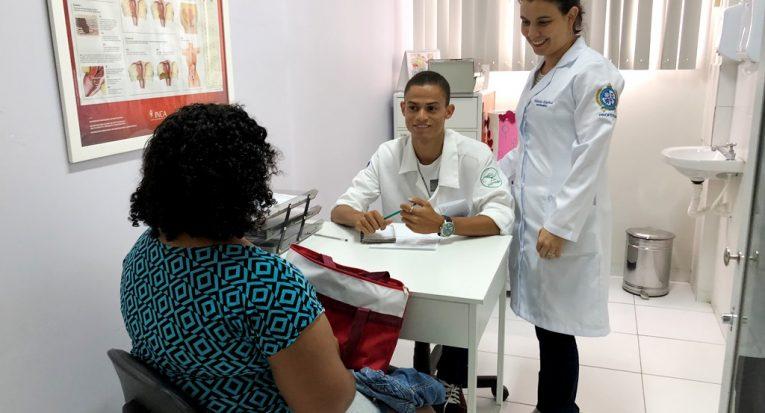 Serviços relacionados à saúde reprodutiva e sexual da mulher são ofertados pelo consultório de Enfermagem da Unit