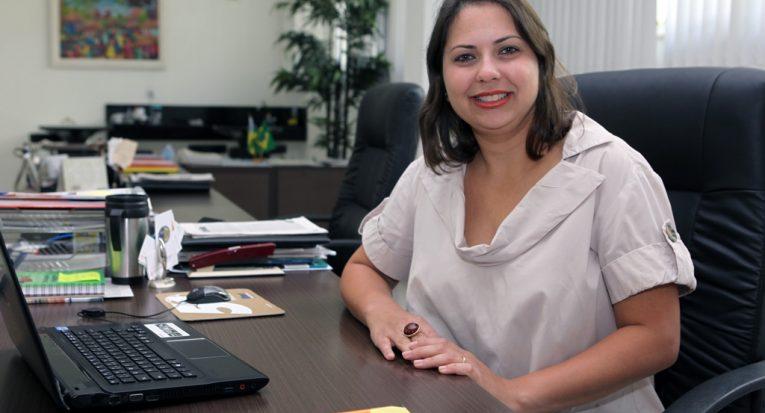 Coordenadora do Unit Carreiras, professora Janaína Machado