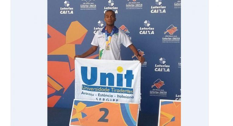 Alan Bezerra fez bonito e garantiu prata na prova dos 5 mil metros da classe T12