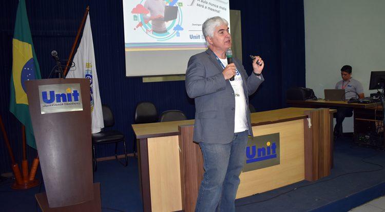 Professor Domingos  explica sobre o Google for Education