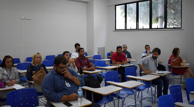 Professores e coordenadores discutem novas estratégias