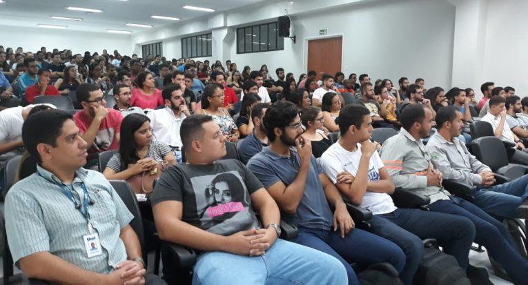 Auditório ficou lotado de estudantes