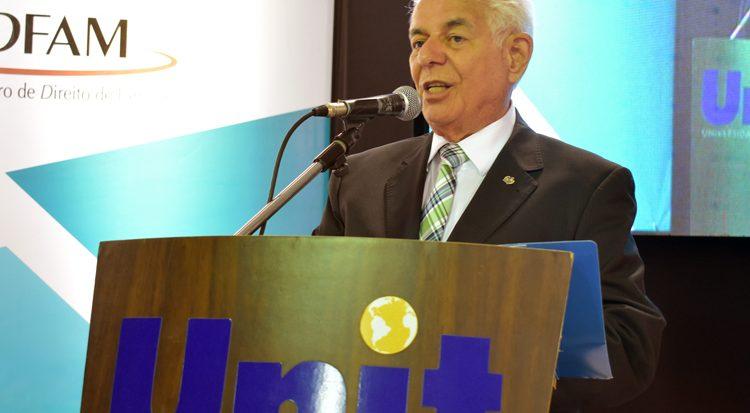 O professor Uchôa abre solenemente o Conadi 2018