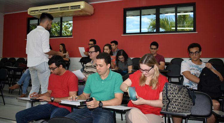 Os alunos no desenvolvimento das atividades