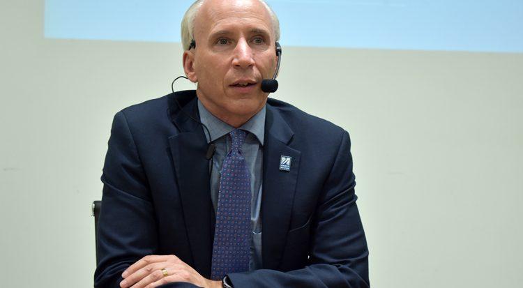 doutor Joseph Buryl Berger, conferencista de abertura