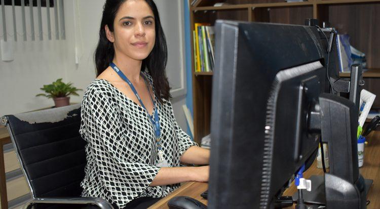 Assessora administrativa da Coordenação de Relações Internacionais da Unit, Selen Ive Carneiro