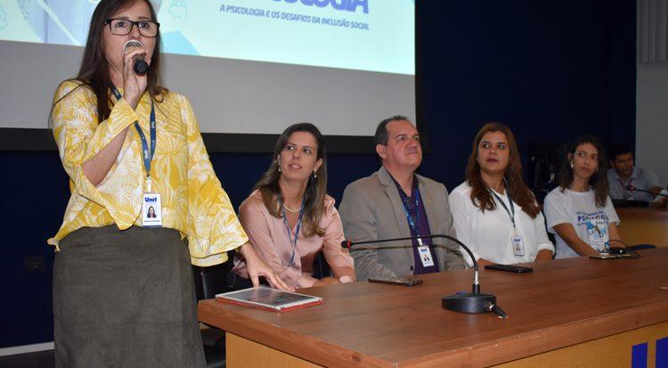 A coordenadora do curso, professora Angélica Piovesan destaca o Congresso