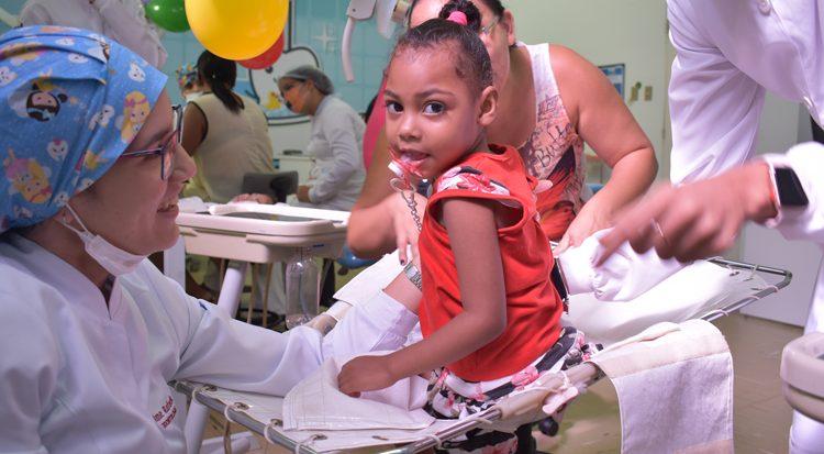 Fernanda dos Santos Bezerra, no dia em que completou dois anos
