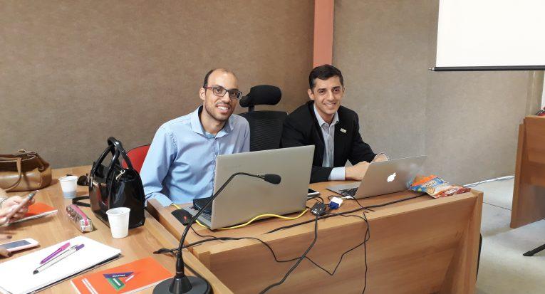 Os professores palestrantes  Adolfo Guimarães  e Fábio Santos