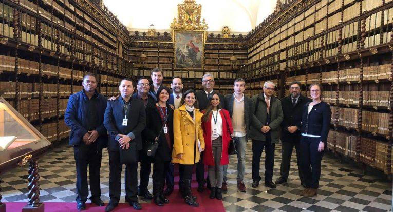 Equipe teve a oportunidade de conhecer a biblioteca da Universidade de Valladolid que abriga obras raras