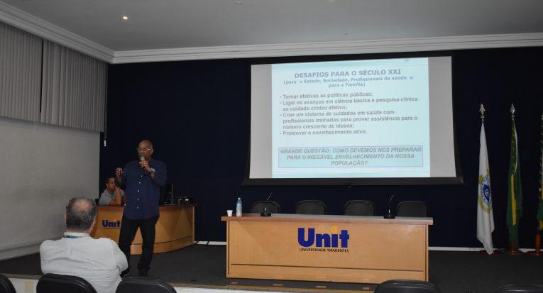 Educador físico e fisioterapeuta, professor César é natural do Pará e ensina na Universidade Estadual