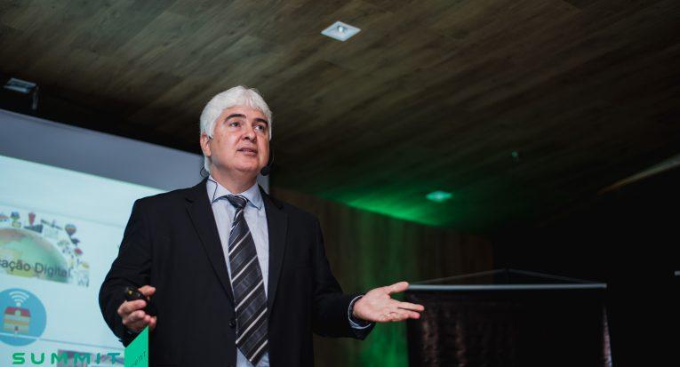 Professor Domingos destaca os investimentos do Grupo Tiradentes na área tecnológica