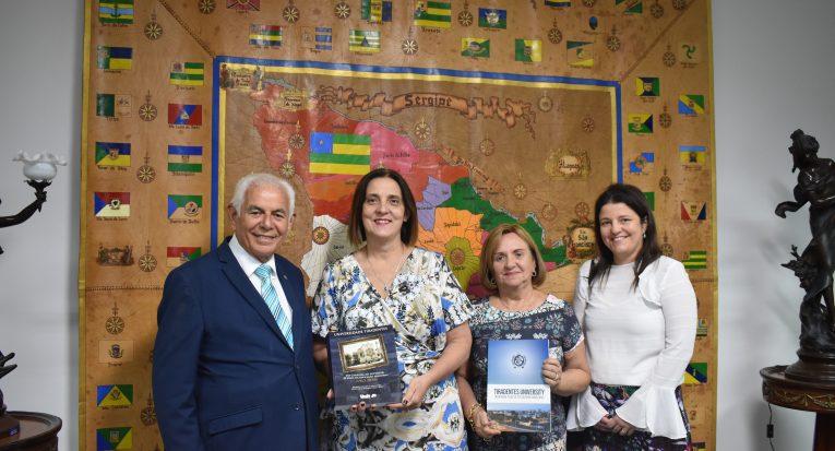 As palestrantes foram recepcionadas pelo reitor Jouberto Uchôa e a vice-reitora Amélia Uchôa