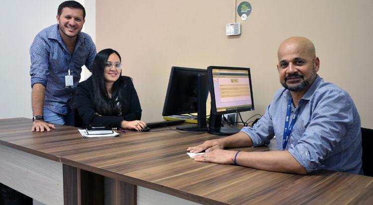 Na foto Clauberto Oliveira  (de pé), Suzan Kelly e Ronaldo Marinho