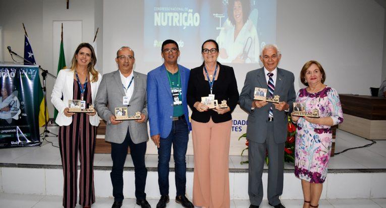 O coordenador do curso homenageou figuras importantes para o curso de Nutrição
