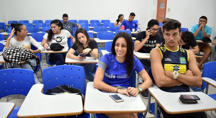 Patrícia Santos Silva  e os demais atletas que irão ao JUBs