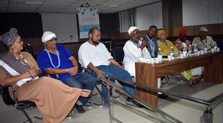 Mesa com autoridades religiosas de matriz africana