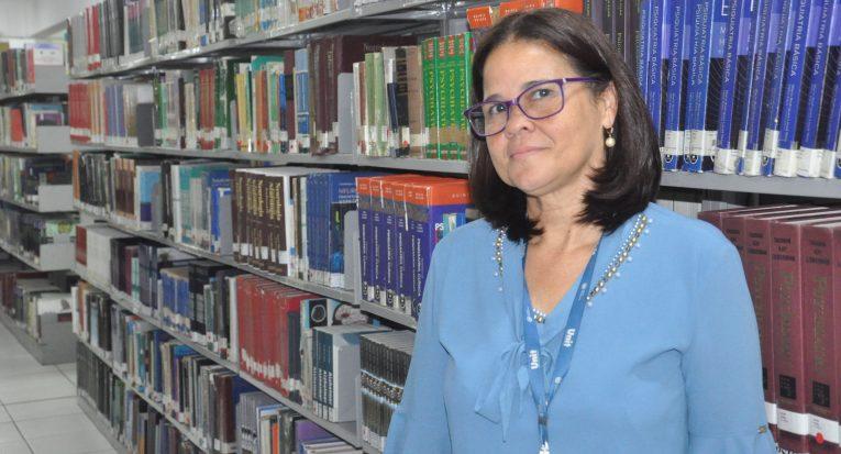 Gislene Maria da Silva Dias, gestora da biblioteca sede