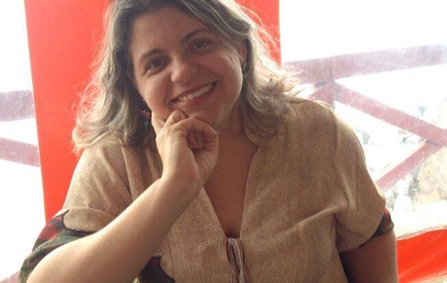 Psicóloga Tais Fernandina Queiroz, docente da Unit