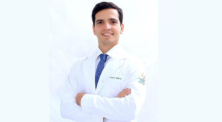 O médico otorrinolaringologista Nelson Almeida D'Ávila Melo