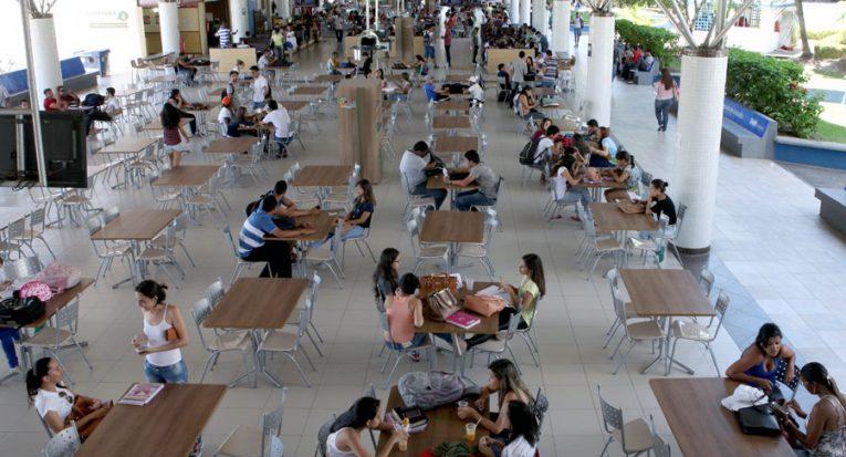 Minishopping do campus Aracaju Farolândia da Unit em tempos pré-pandemia (Acervo Asscom 2019)