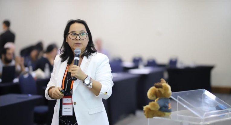 Karen Sasaki fala das facilidades de renovação da Unit EaD