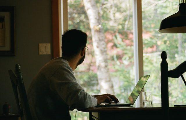 Pesquisa recente apontou que a maioria dos gestores pretende manter o home office após a pandemia (Unsplash)